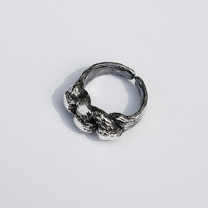 Knot bold ring