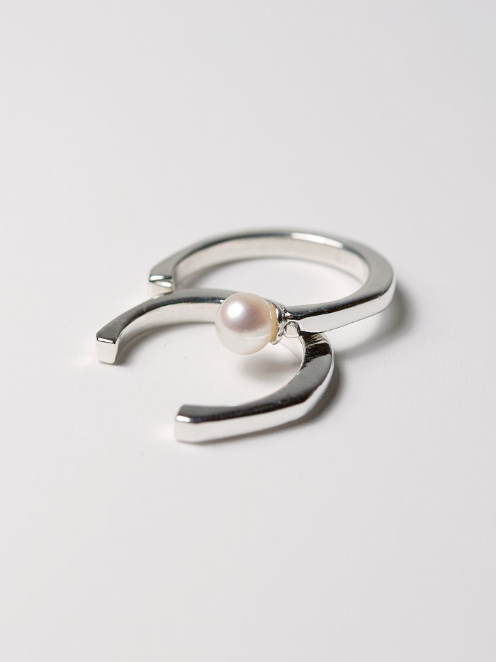 2 silver layered pearl rings set